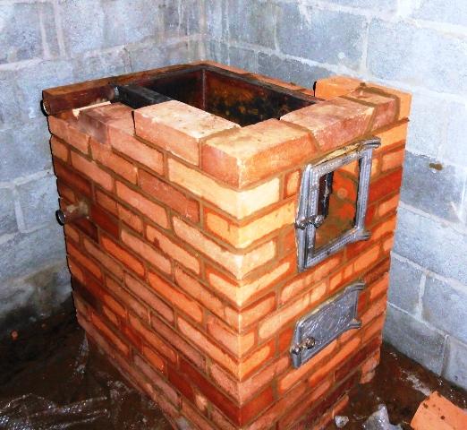 Кирпичная печь на дровах с водяным контуром своими руками